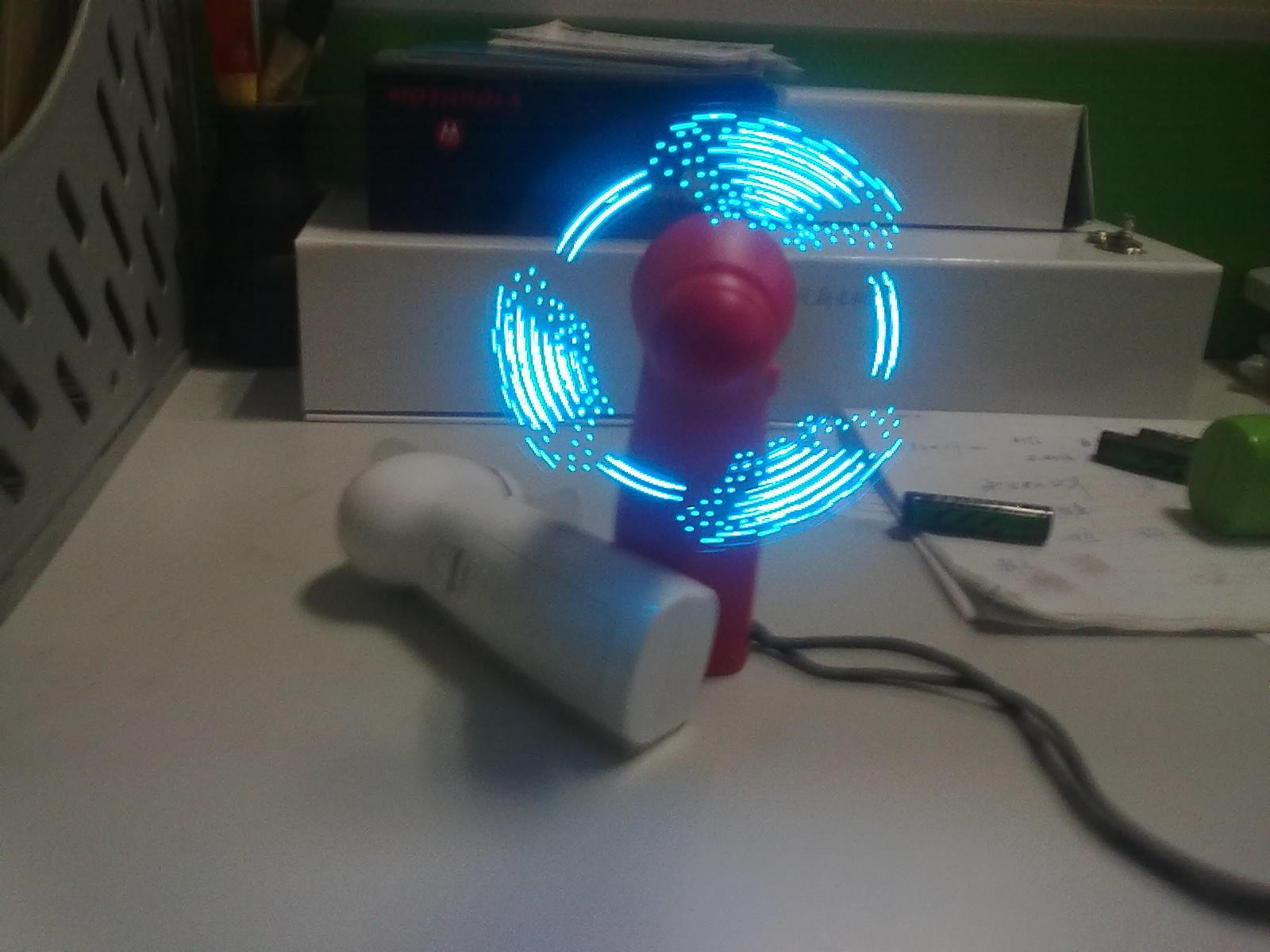 供应时尚32种模式的led发光闪字风扇