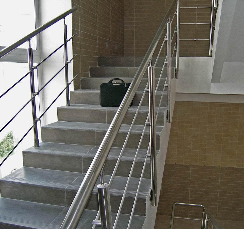 不锈钢楼梯栏杆价格_供应楼梯立柱,304不锈钢扶手