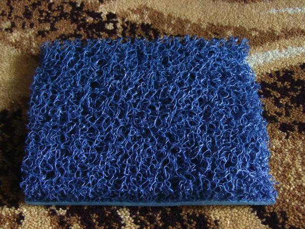 满铺地毯优点:满铺地毯整体效果较好,毯面的图案显现明显。冬天铺设满铺地毯能够保暖保温,夏天则能够防止冷气流失,达到节约能源的功效。铺设样式相同的地毯,不仅让来宾感到备受礼遇,更能达到识别企业形象的功效。满铺地毯数大是美、整体营造的华丽气氛,以及与众不同的独特尊荣是其他地毯无法比拟的。 适用场合:政府机关、酒店、连锁企业、宴会厅、歌剧院、饭店大厅等。 公司简介:广州利帘地毯,专业从事满铺地毯、方块地毯、办公地毯、酒店地毯、尼龙地毯、羊毛地毯、手工地毯等的设计与制作。设计好、交期快、服务有保证。我们拥有一系列