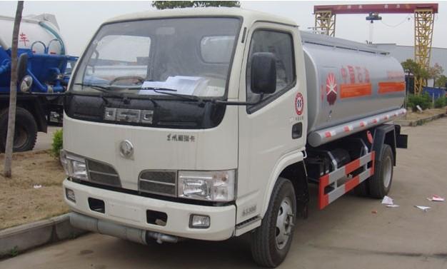 山东小型3吨加油罐车有卖 价格一辆