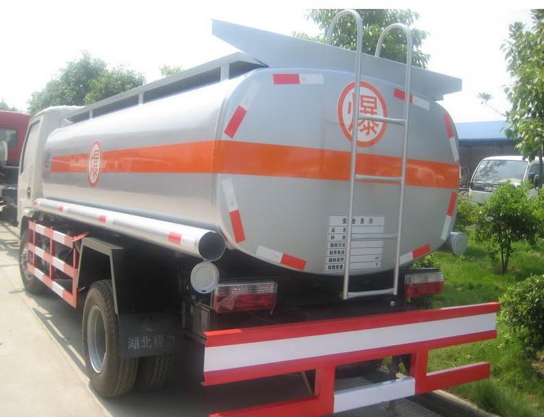 青岛小型3吨加油罐车有卖 价格一辆