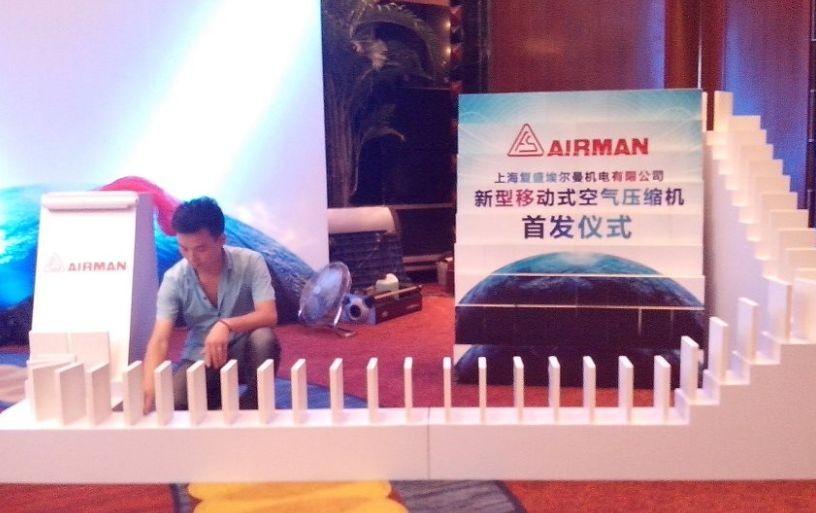 专业提供深圳多米诺启动仪式创意启动魔方庆典飞布图片