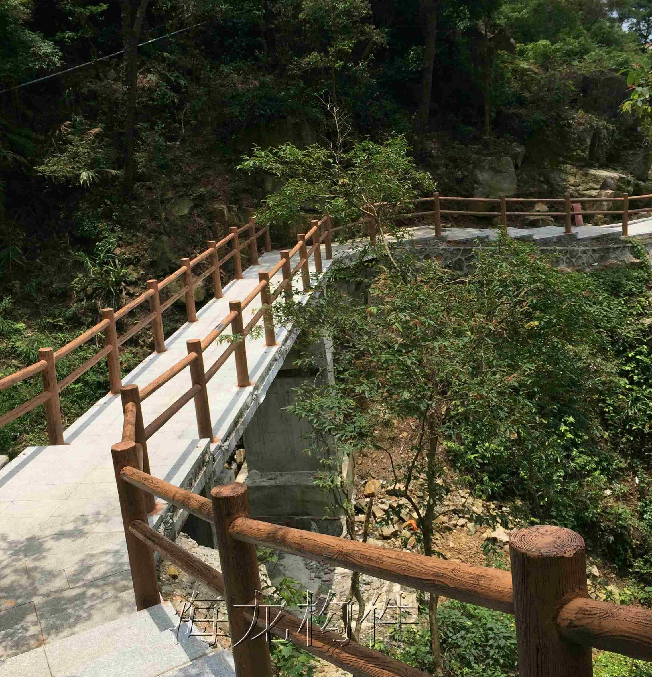 钢筋水泥仿木栏杆 河道混凝土栏杆