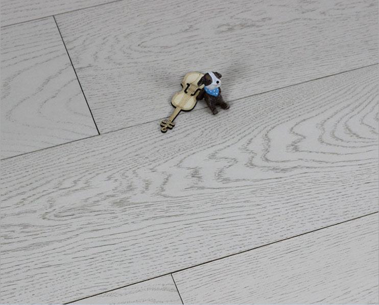 浅灰色北欧橡木多层平扣卧室防水耐磨15mm环保仿古