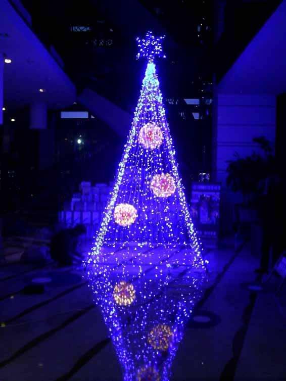 北京圣诞树厂家 圣诞树设计 圣诞礼品批发 圣诞场景布置 北京圣诞树制作&圣诞树制作安装&专业圣诞树生产制作 圣诞树生产厂家,北京专业生产圣诞树工厂,可往全国各地批发,订购热线:15701378363 王纲,QQ:532473425 工厂可以生产1-20米的圣诞树,客户可以自己提供图片,然后我们来生产加工,或者到工厂来看样品,看中样品以后我们来生产,产品工艺精细,造型可爱,美观大方,深受很多消费者的赏识,尤其是出口的外贸订单小型圣诞树和大型圣诞树,得到外国客人的一致认可。我们自己也感到无比的自豪,每年都经历