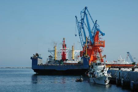 西安铣刨机进口代理公司