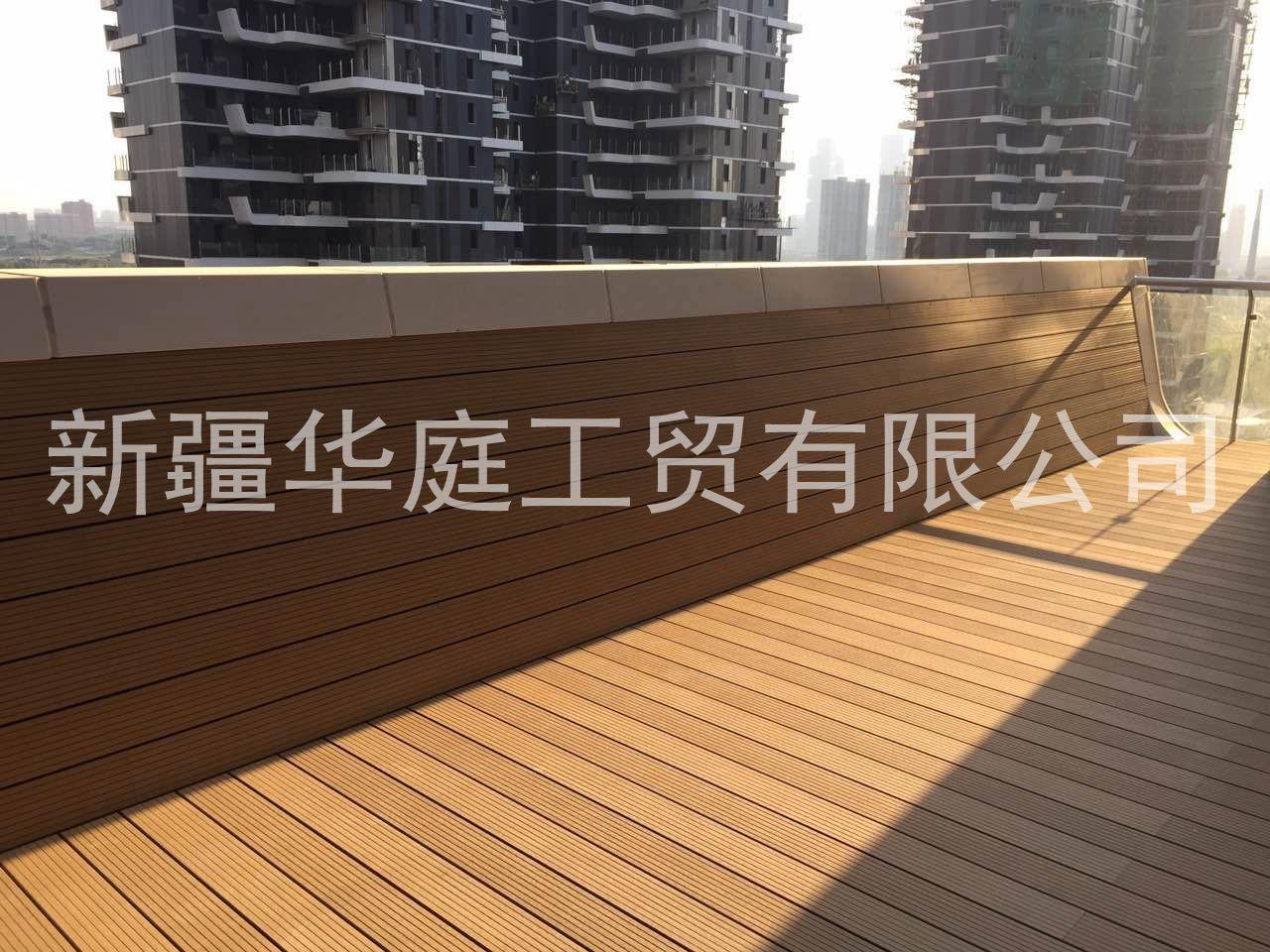 新疆塑木地板/新疆户外塑木地板供应厂家/塑木型材华庭制造