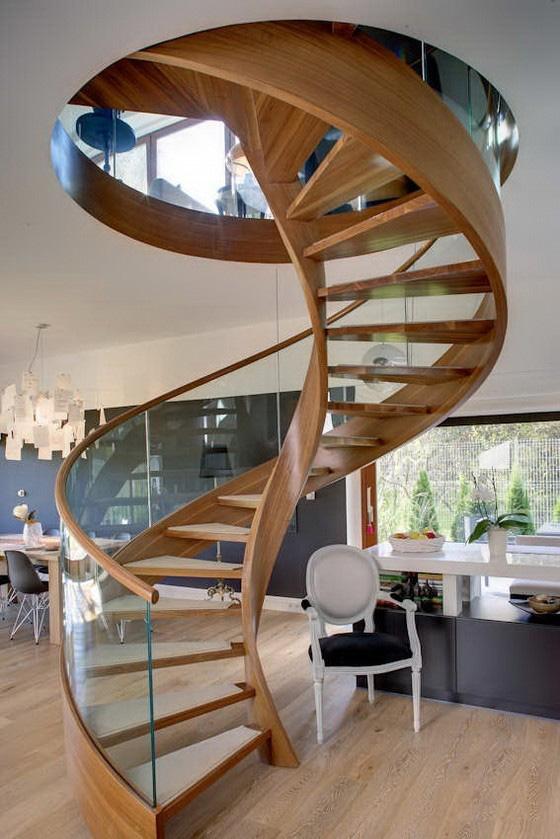 同时,这种旋转式实木楼梯在节约空间上很有一手,是现代小复式户型装修