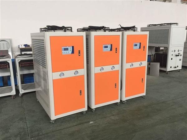 永仕达 提供大型优质水冷式冷水机,油墨厂专用冷水机 ,高温模温机。
