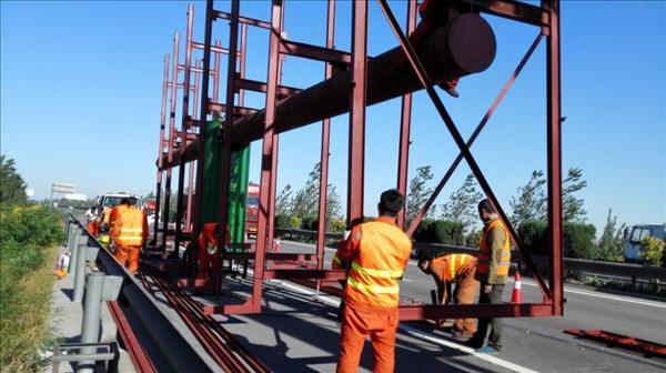 采用油漆防腐钢结构应2~3年检测一次,热镀锌钢结构应5~8年检测一次.