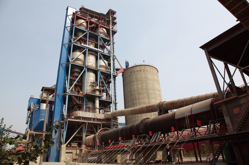 公司生产的回转窑主机装备在山东枣庄泉头集团日产5000吨水泥生产线使用现场