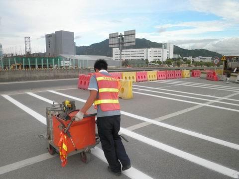 表示在保证安全的原则下,准许车辆跨越超车.