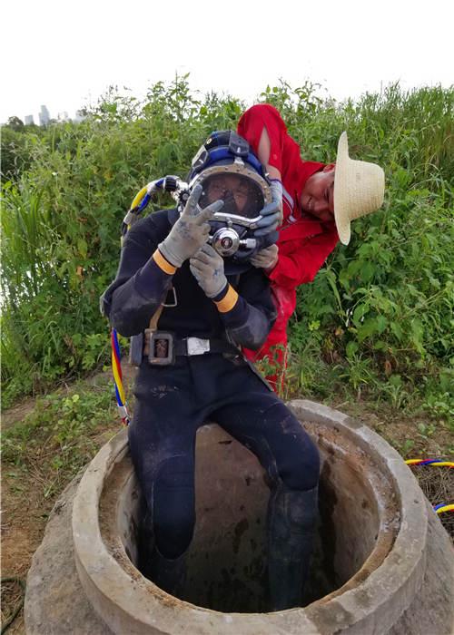 青岛市潜水员作业实事求是