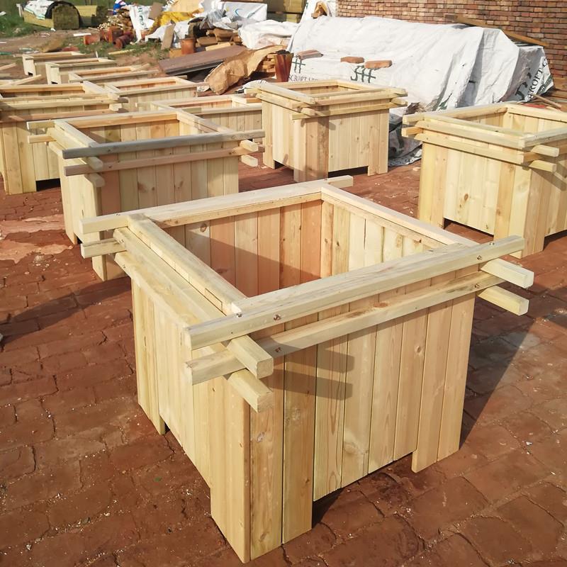 专业防腐木,碳化木及户外木结构成品的生产批发.欢迎来厂考察.