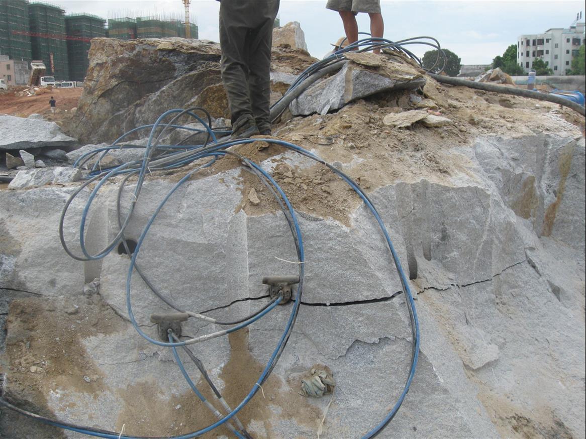 免爆破施工机器岩石分裂棒制造商
