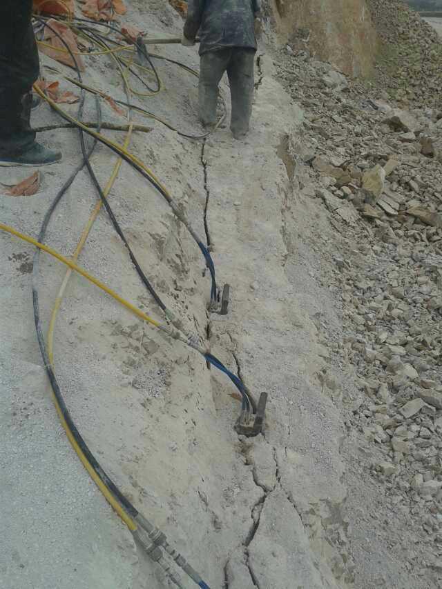 钨矿开采设备岩石劈裂棒厂家