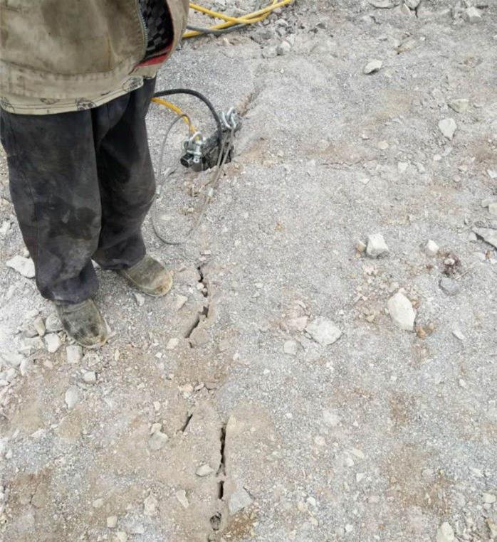 岩石沟渠挖掘劈裂机生产销售厂家