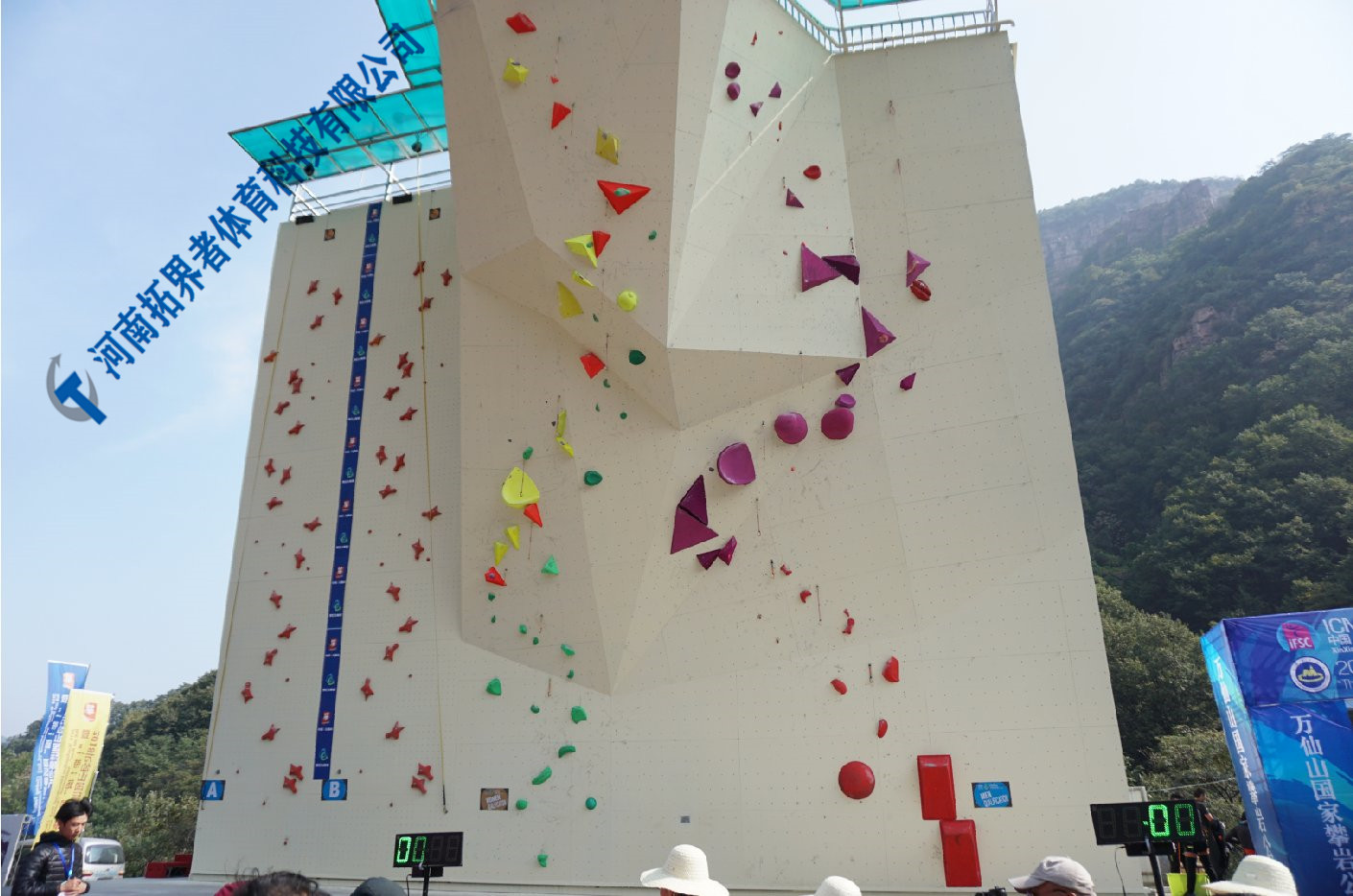 攀 岩 墙