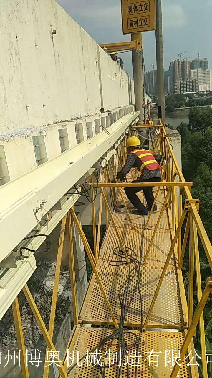 曲臂式桥梁检修车