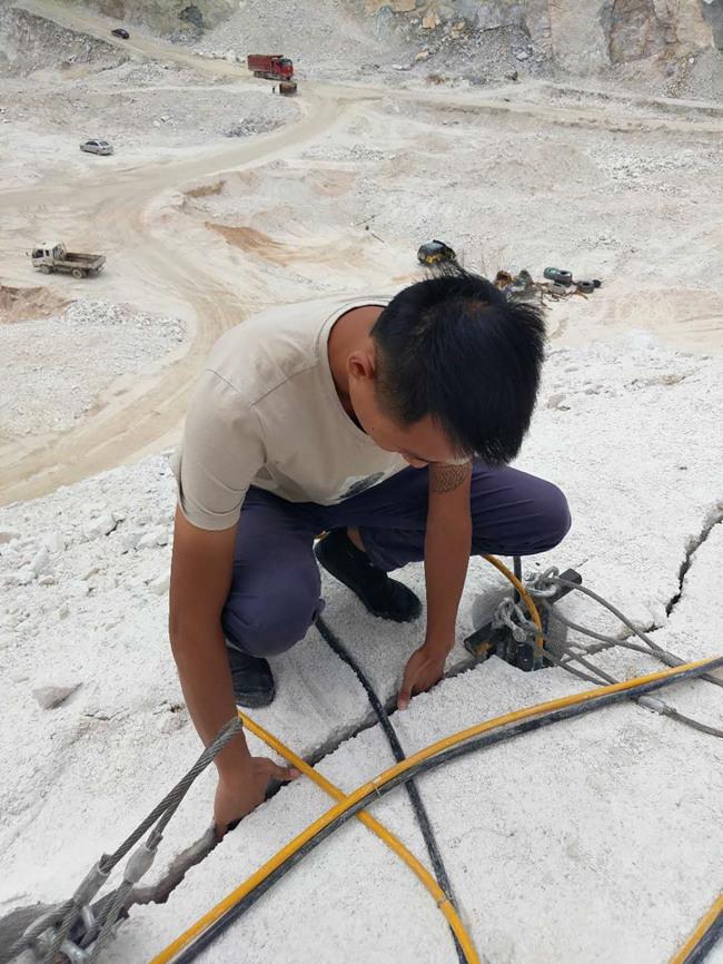 昆明礦山開石大型巖石劈裂器公司