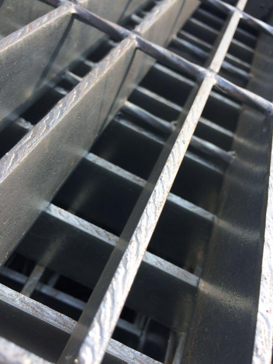 防滑楼梯钢格板