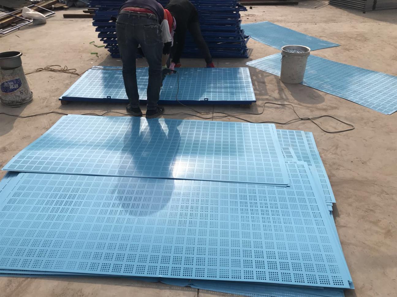安平金属爬架防护网厂