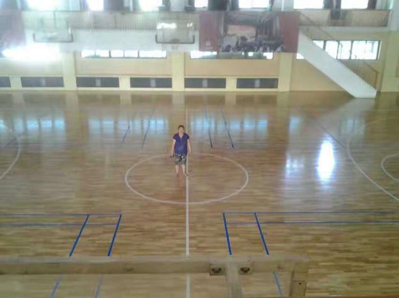 昌吉羽毛球馆木地板