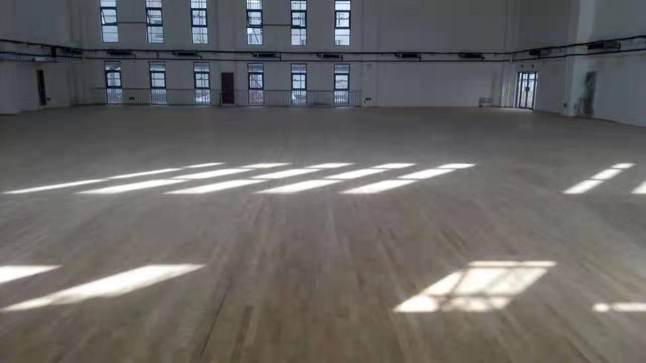 潮州学校橡胶木体育地板包安装