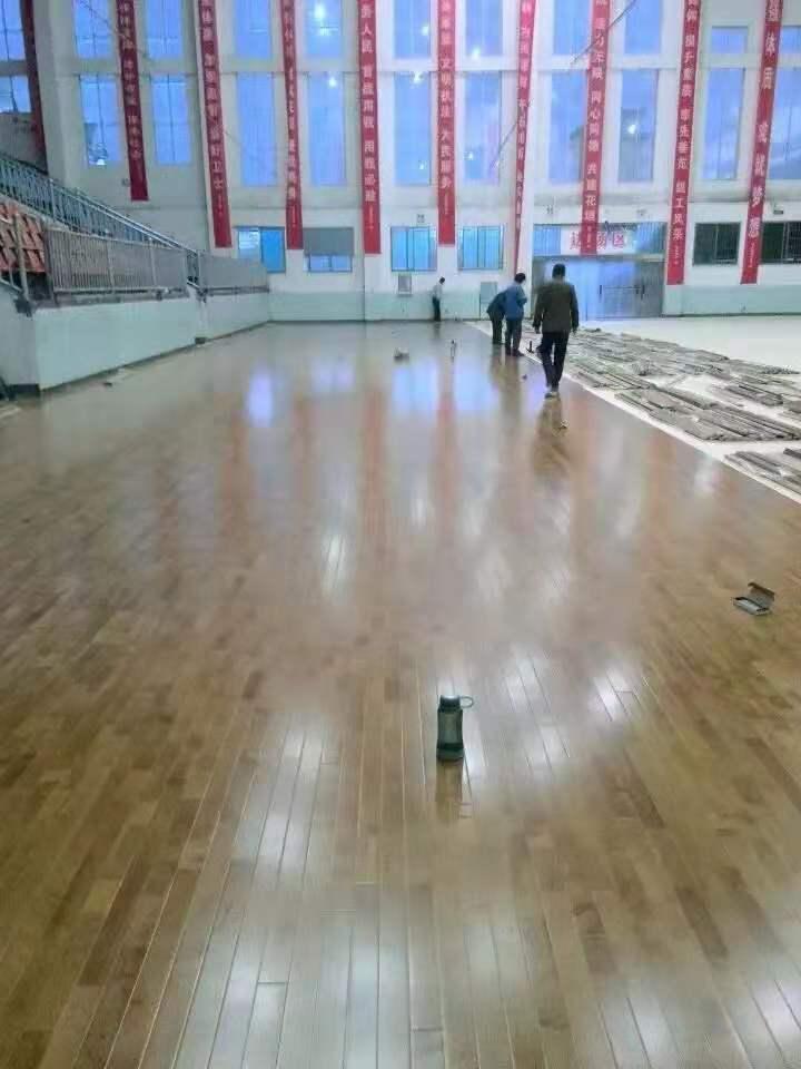河池学校橡胶木体育地板包安装