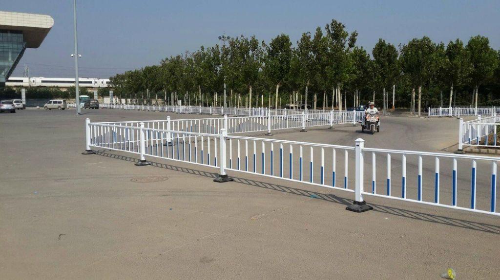 深圳锌钢护栏定做