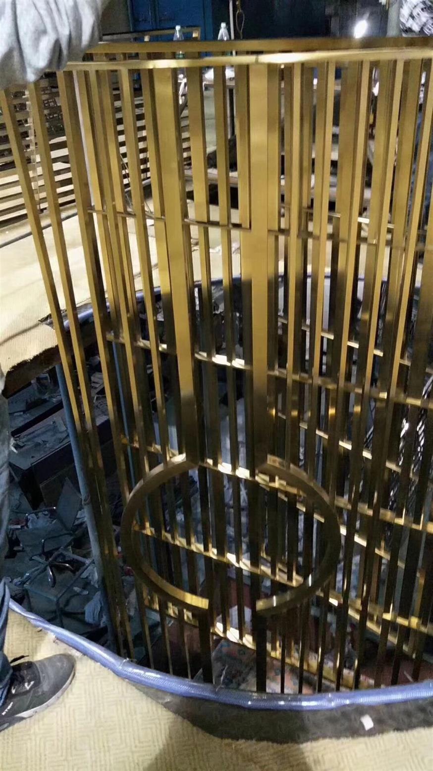 鞍山大气铝板镂空设计屏风报价