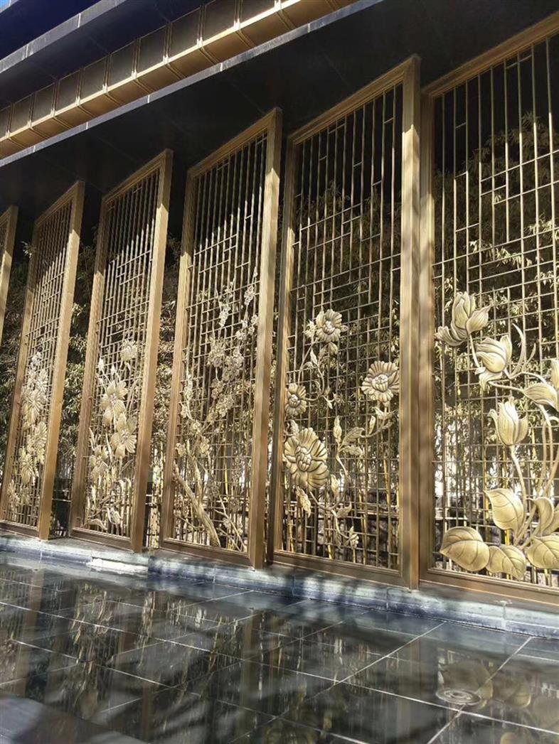广州简单铝板镂空设计屏风厂
