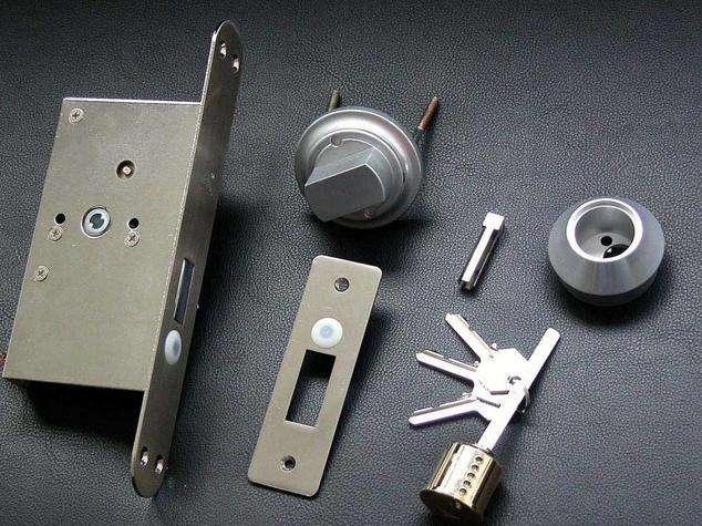 不锈钢门的门锁怎么安装 外装门锁换价格