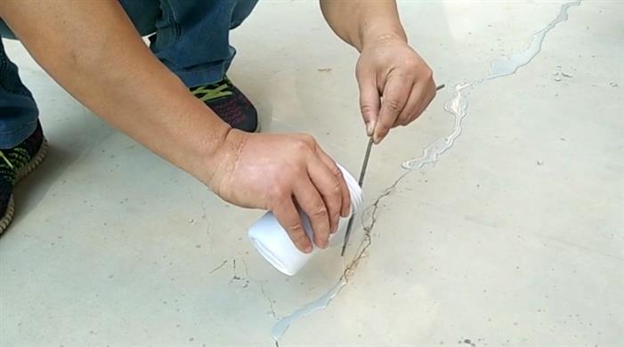 西安自流平水泥混凝土裂缝修补材料
