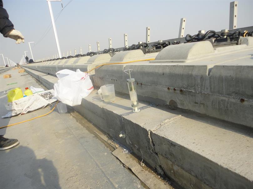 郑州粘接性能优越水泥混凝土裂缝修补材料