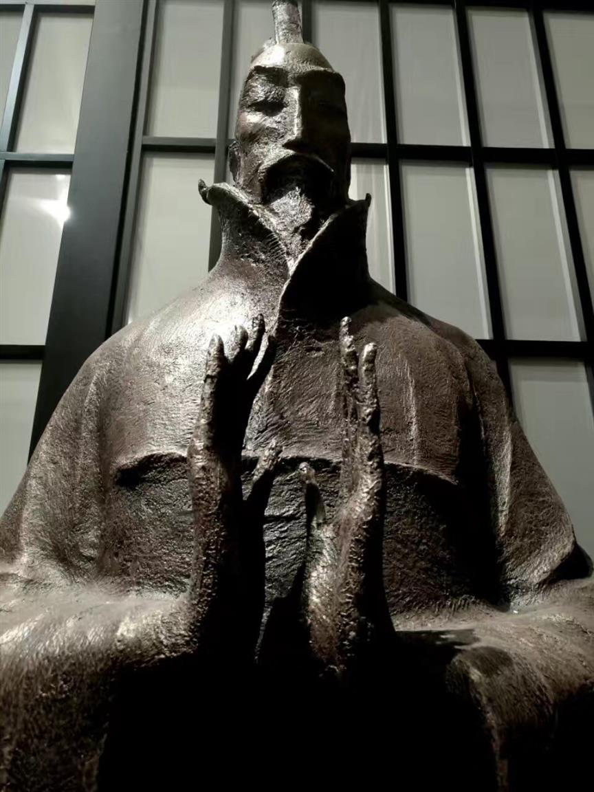 武汉仿铜人物雕塑报价