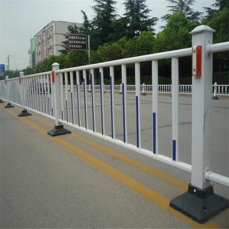 新型草坪护栏价格 塑料护栏 塑钢围栏