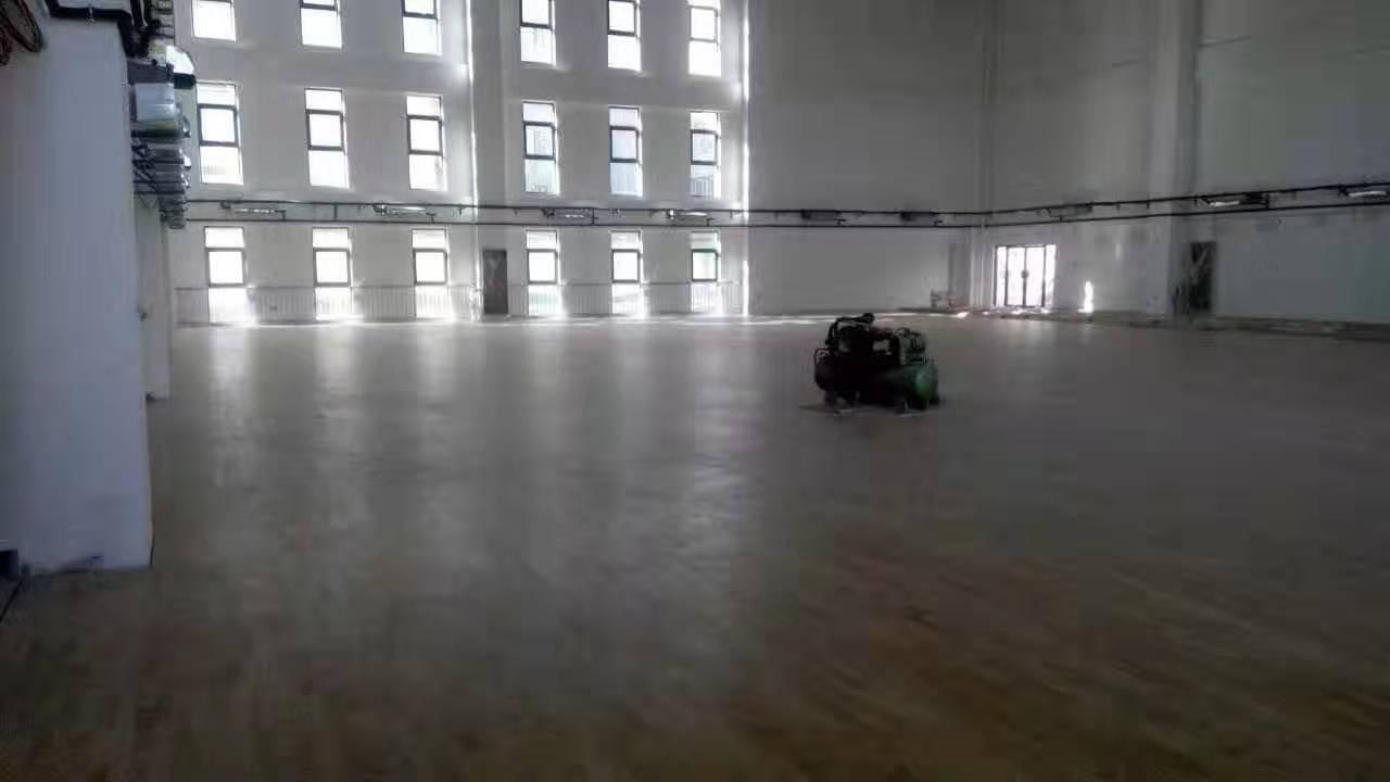 枫桦木运动木地板安装价格