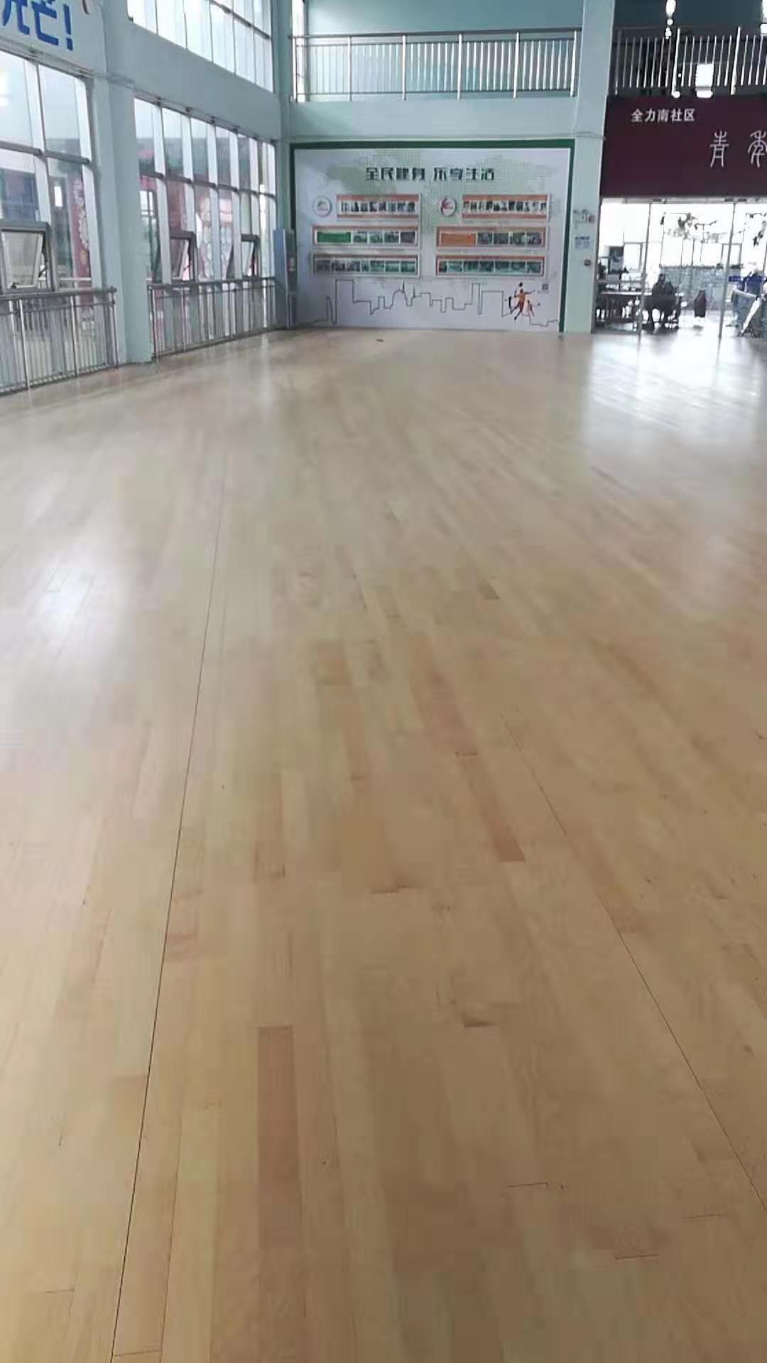 柞木运动木地板安装定制