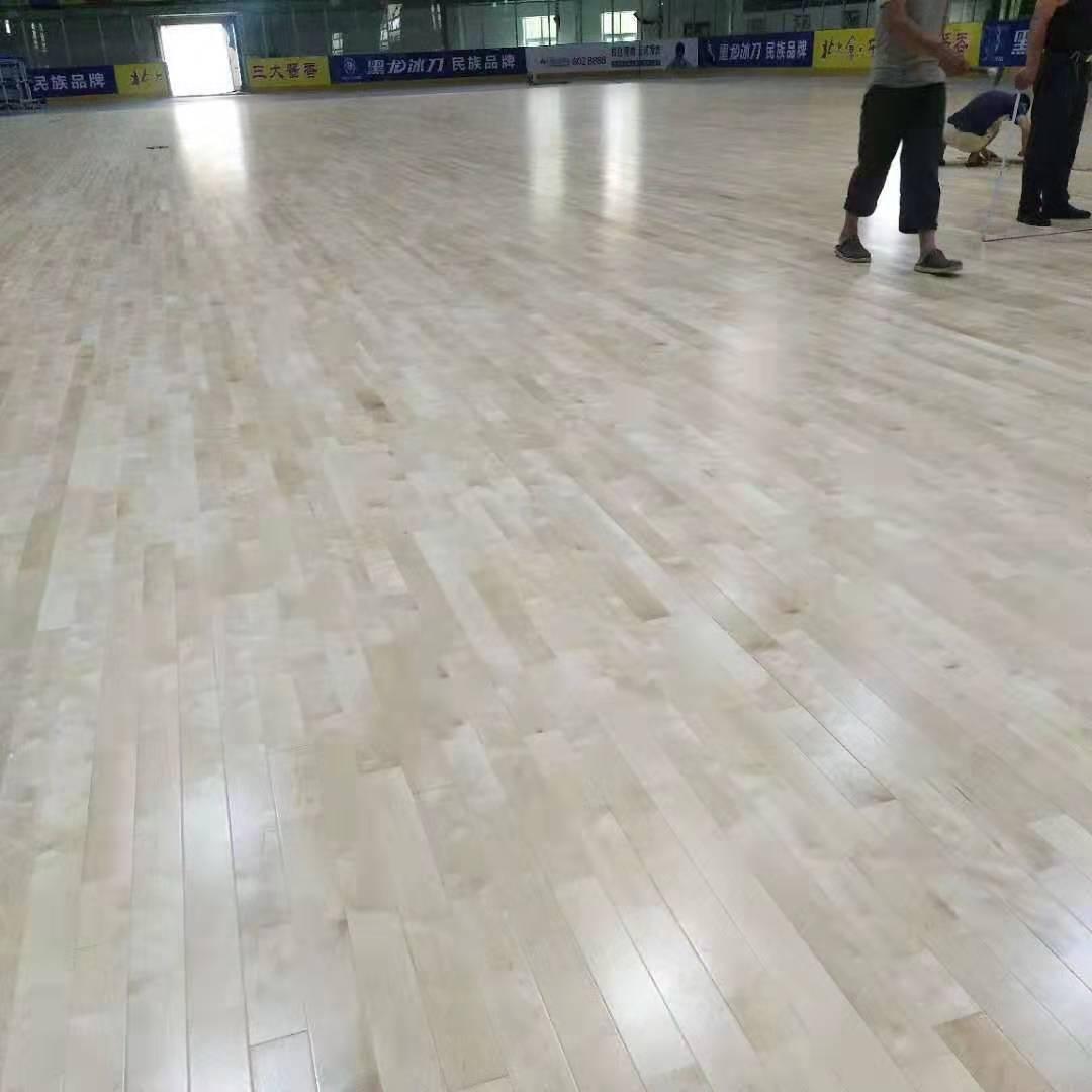 桦木运动木地板安装定制
