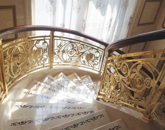 通辽会所铝艺镀金楼梯围栏欧式风格别墅设计