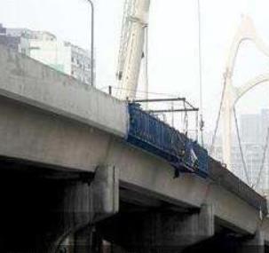 高架桥防撞墙模板施工车