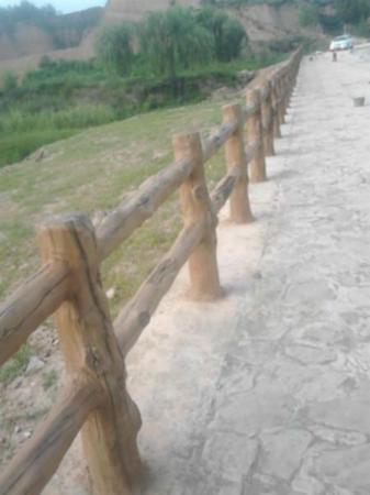 景区仿木栏杆效果图图片欣赏