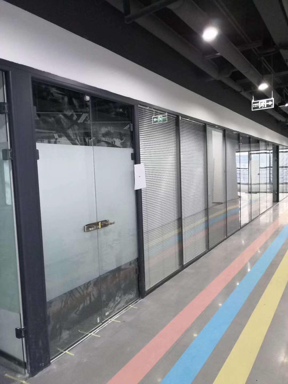 苏州防火玻璃隔断制造商 双玻百叶隔断 专注玻璃隔墙_环保耐用