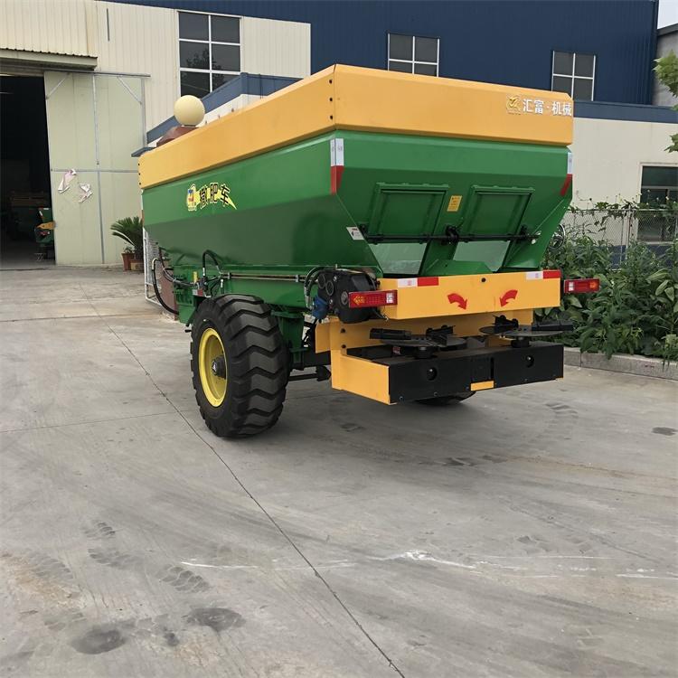 颗粒肥撒肥车价格
