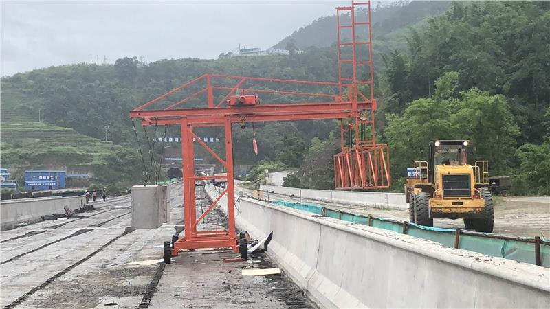 桥梁防撞墙模板台车