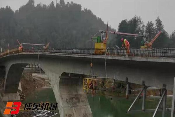 桥梁侧面和底部施工作业设备
