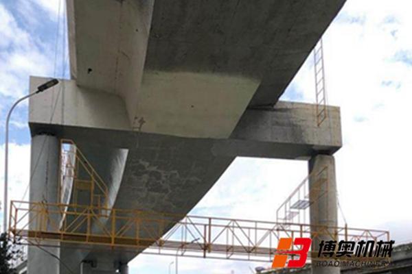 桥梁底部检修设备