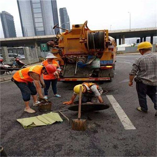 昆山巴城镇清理污水池