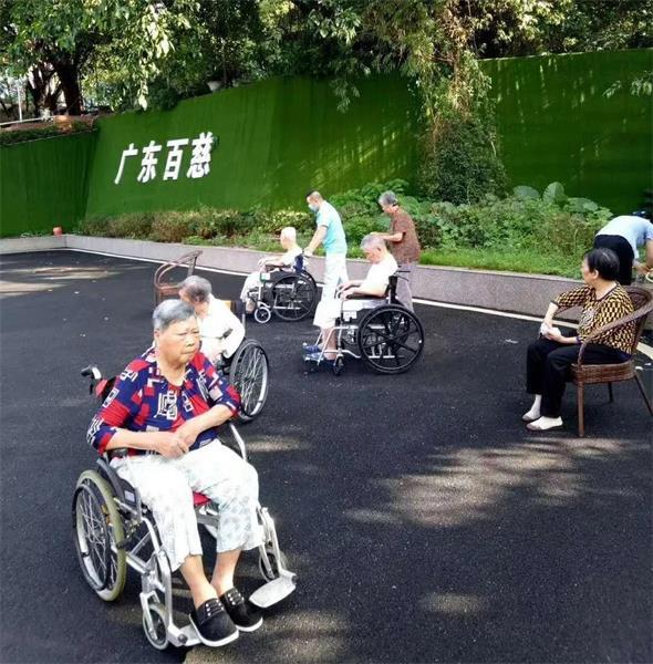 老人该不该住养老院